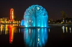 Beleuchteter Brunnen Stockbild