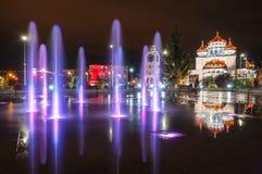 Beleuchteter Brunnen in meiner Stadt Lizenzfreie Stockfotos