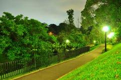 Beleuchteter Gehweg bei Kent Ridge Park Stockfotos