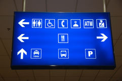 Beleuchteter Zeichenvorstand im Flughafen Lizenzfreies Stockfoto