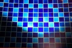 Beleuchtung glänzt auf blauem KeramikziegelSwimmingpoolboden Lizenzfreie Stockfotos