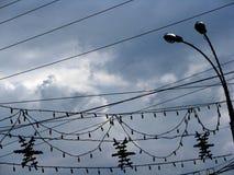 Beleuchtung verdrahtet stürmisches Wolkenstadtbild der Dekorationsschattenbilder Stockbild