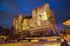 Beleuchtungen der Weihnachts- und Lichtprojektion auf dem Gesicht des Kerkers auf dem Hauptplatz O Stockfotos