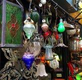 Beleuchtungs-Befestigungen an der Flohmarkt Stockfotos