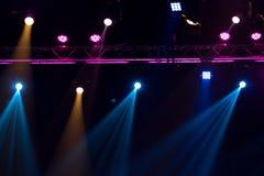 Beleuchtungsbau-Lichtgleichheit der Leistung bewegende stockbild