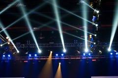 Beleuchtungsbau-Lichtgleichheit der Leistung bewegende stockfotos