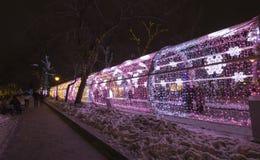 Beleuchtungsdekoration des neuen Jahres und des Weihnachten der Stadt -- Der helle Tunnel auf Tverskoy-Boulevard, Russland Stockfotografie