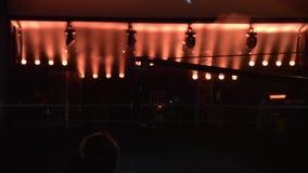 Beleuchtungsscheinwerfer auf der Show stock video footage