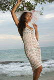Beleza asiática na praia ensolarada Imagens de Stock