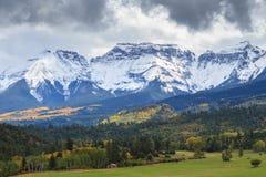 A beleza cênico do Colorado Rocky Mountains - Autumn Scene imagens de stock