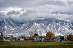 Beleza coberto de neve da montanha Foto de Stock
