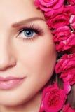 Beleza com rosas Fotografia de Stock Royalty Free