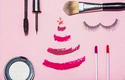 A beleza compõe o cosmético ajustado com a decoração do Natal Fotografia de Stock