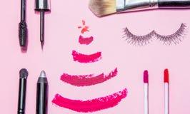 A beleza compõe o cosmético ajustado com a decoração do Natal Foto de Stock Royalty Free