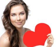 Beleza da mulher com amor vermelho do ` s do Valentim do coração foto de stock