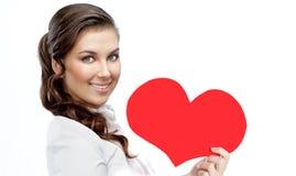 Beleza da mulher com amor vermelho do ` s do Valentim do coração imagem de stock royalty free