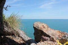Beleza da praia e céu azul Imagens de Stock Royalty Free