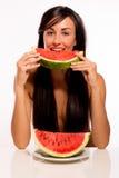 Beleza de Cacuasian que come uma melancia Fotos de Stock Royalty Free