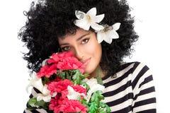 Beleza de mola sensual Jovem mulher bonita com um ramalhete de flores sazonais Fotografia de Stock Royalty Free