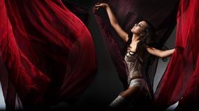 Beleza do brunette da dança Fotos de Stock