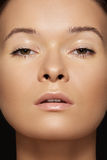 Beleza do Close-up. Face modelo com pele tan & limpa fotos de stock