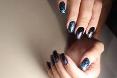 A beleza dos pregos naturais Tratamento de mãos limpo perfeito Imagem de Stock Royalty Free