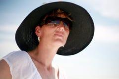 Beleza em um chapéu fotografia de stock royalty free
