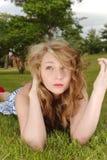 Beleza eyed azul da grama verde Fotos de Stock Royalty Free