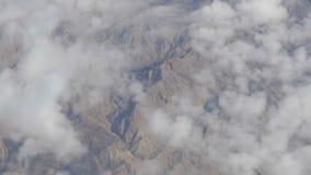 A beleza impressionante flutua sobre a paisagem da montanha do deserto Vista superior de um avião video estoque