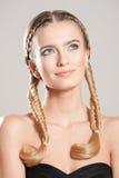 Beleza loura com cabelo saudável imagem de stock