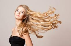 Beleza loura com cabelo saudável fotos de stock royalty free