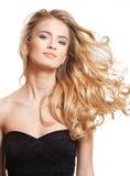 Beleza loura com cabelo surpreendente foto de stock royalty free