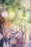 Beleza loura nas pérolas Foto de Stock Royalty Free