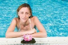 Beleza natural na piscina foto de stock