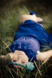 Beleza no vestido azul Fotos de Stock Royalty Free