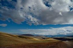 A beleza original do céu sobre os estepes Mongolian imagens de stock