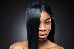 Beleza preta com cabelo reto Imagem de Stock