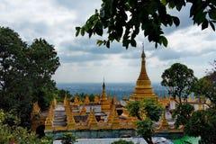 A beleza surpreendente do pagode Sutaungpyei quecumpre literalmente imagens de stock