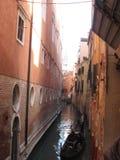 Beleza uma de Itália de ruas do canal em Veneza, Italia imagens de stock royalty free