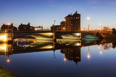 Belfast arkitektur längs floden Lagan Arkivfoton
