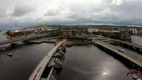 Belfast som är nordlig - Irland flyg- sikt av arkitektur och byggnader Sikt på stad från över arkivfilmer