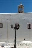Belfry von Kloster Panagia Tourliani in der Stadt von Ano Mera, Insel von Mykonos, Griechenland Stockfoto