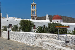 Belfry von Kloster Panagia Tourliani in der Stadt von Ano Mera, Insel von Mykonos, Griechenland Lizenzfreie Stockfotos