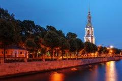 Belfry von Sankt Nikolaus Kathedrale, St Petersburg, Russland lizenzfreie stockfotos