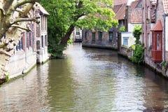 BelgareBruges gamla hus på kanalen Fotografering för Bildbyråer