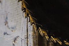Belägga med metall cirkelsågbladet. Abctract foto. arbete bearbetar Royaltyfria Foton