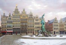 Belgia antwerp Grote Markt Budynków cechy Brabo fontanna Zdjęcia Stock