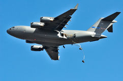 Belgian C-17 drops paratroopers Royalty Free Stock Images