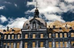 Belgische klassische Architekturansicht in Infrarotfarben Stockbild