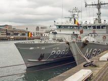 Belgische Marine militaire die schepen op Rivier Liffey, Dublin, Ierland worden aangelegd stock afbeeldingen